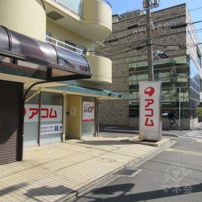 アコムの店舗は1階にあります。