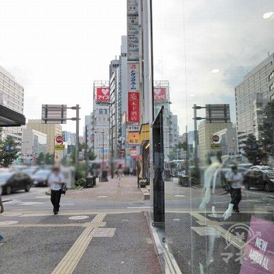 横断後、左に進みます。