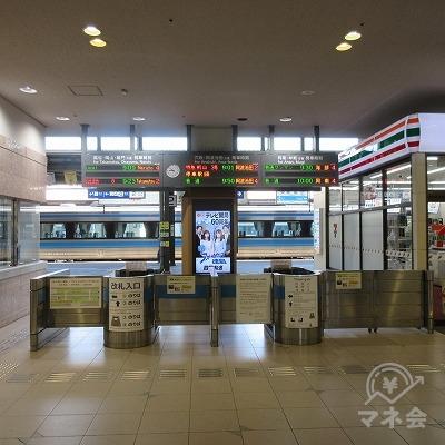 徳島駅(改札1か所のみ)を出ます。