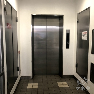 奥のエレベーターで4階まで上がりましょう。