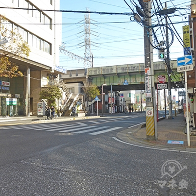 早稲田予備校前の信号です。千葉街道を右に進みます。