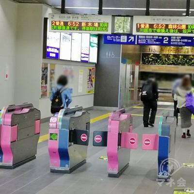 東武東上線新河岸駅の改札です。