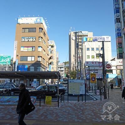 エスカレーターを下りると北口です。早稲田予備校を目指します。