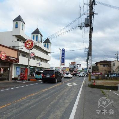 道中、「ほっともっと」やメガネ店、吉野家等が沿道にあります。