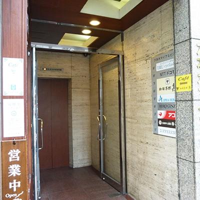 アコムは3階です。エレベーターで3階に上がりましょう。