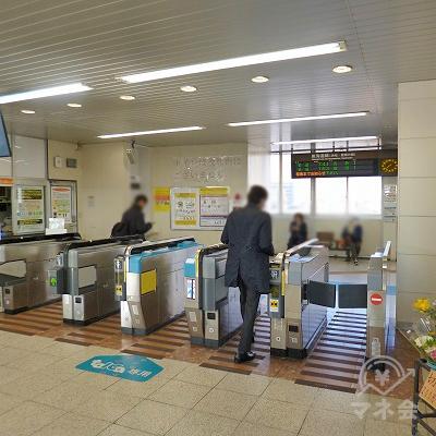 JR東海道本線の焼津駅にて下車します。改札口は1箇所しかありません。