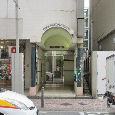NISHITETSU GRAND HOTELの隣が福岡国際ビルです。