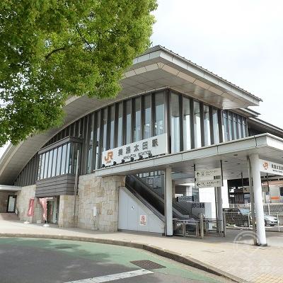 振り返って見た美濃太田駅の橋上駅舎(南口)です。