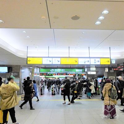 恵比寿駅の地上改札、西口を出ます。右に進んで外に出ます。