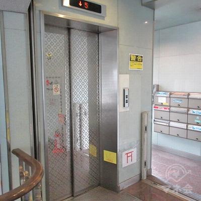 レイクALSAは3階にあります。エレベーターで3階にあがります。