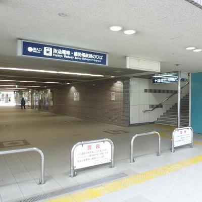駅を出てから7番出口を振り返ったところです。
