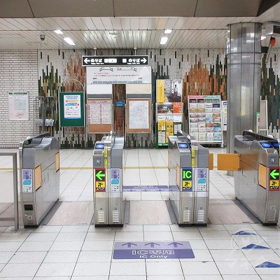 大阪メトロ御堂筋線新金岡駅改札(1つのみ)を出ます。