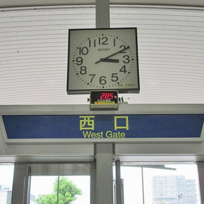 西口から駅外に出ます。