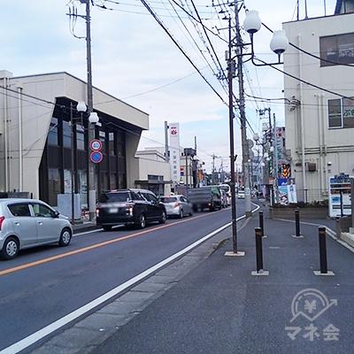260メートル歩くと左手に千葉興業銀行が見えます。