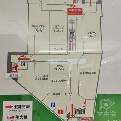 1階からエスカレーターで上ると、目の前に2階のフロア図があります。