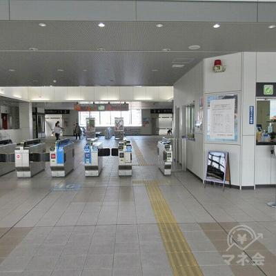 JR阪和線、和泉府中駅改札(1つのみ)を出ます。