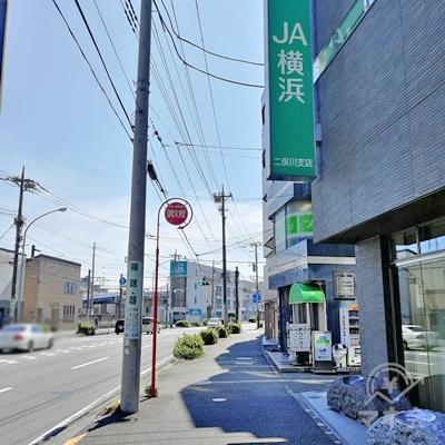 直進するとJA横浜があります。8分ほど歩くとレイクALSAへ着きます。