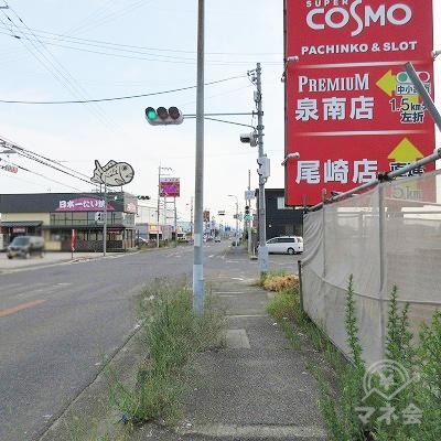 途中、赤いパチンコ屋さんの看板や日本一たいやきの看板を通過します。