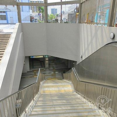 階段を下ります。