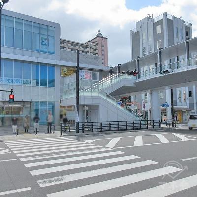 三井住友信託銀行側に横断します。
