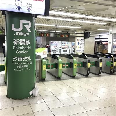 JR新橋駅汐留改札を出てまっすぐ進みます。