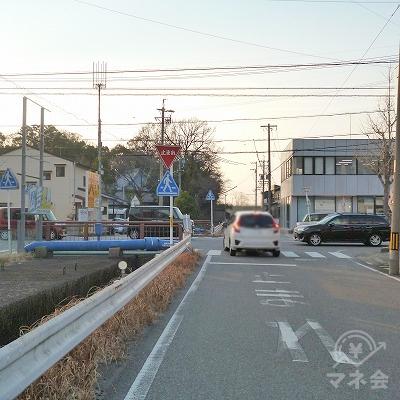 50mほど先の大通りを左折します。