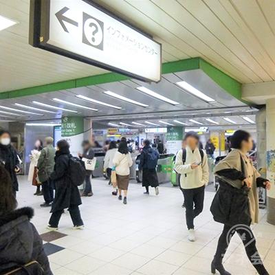 JR池袋駅中央改札です。東口・西武方面に進みます。