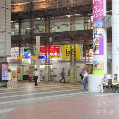 白い3本柱(JAM広場と書かれています)の左を進みます。