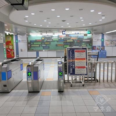 途中、地下鉄新長田駅改札を通過します。