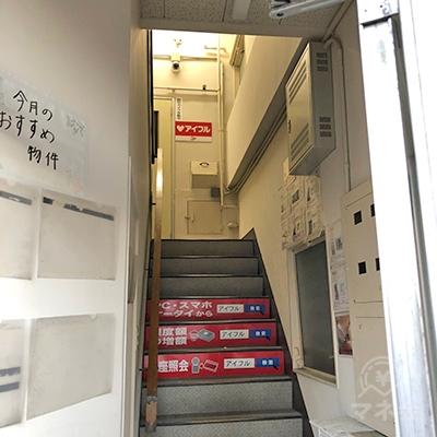 階段で3階へ上がってください。