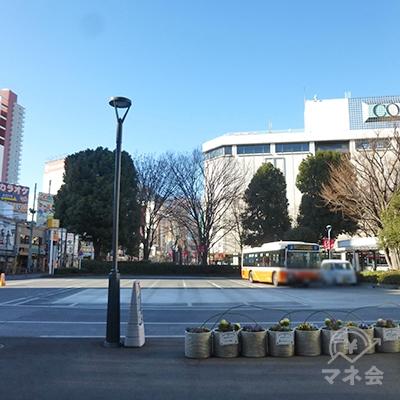 西口駅前です。正面には浦和コルソがあります。