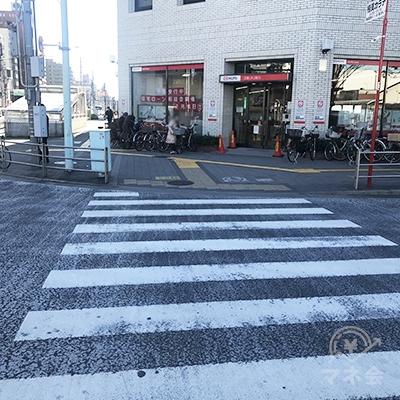 三菱UFJ銀行まで渡ったら左に曲がります。