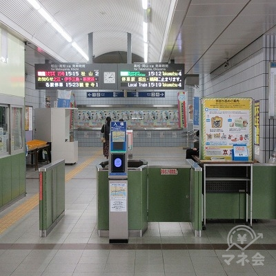 JR予讃線、宇多津駅(改札1か所のみ)を出て左へ進み駅外に出ます。