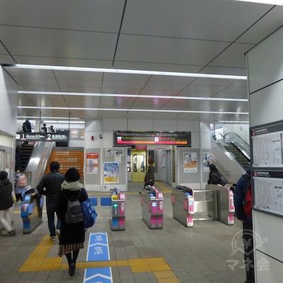 東急東横線学芸大学駅改札を出ます。