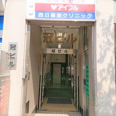 ビルの入口です。