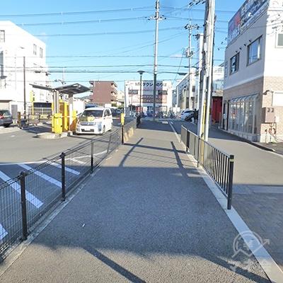 歩道を歩いて京都府道69号線の方に向かいます。