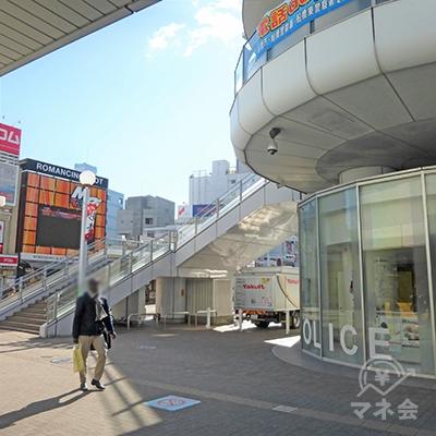 駅前を左に進みます。プロミスの案内看板も見えます。