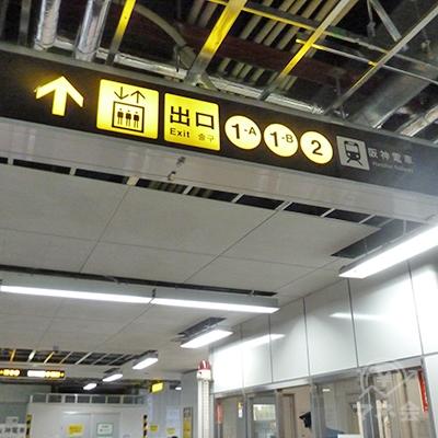 大阪メトロ中央線1番・2番出口側改札(西改札口)を出ます。