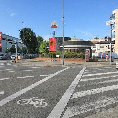 河内長野警察署前交差点で、マクドナルド側に横断します。