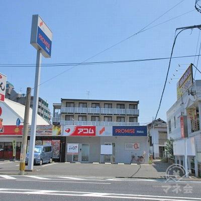 プロミスの店舗が右側にあります。