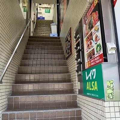 レイクは3Fです。階段で3Fへ上がりましょう。