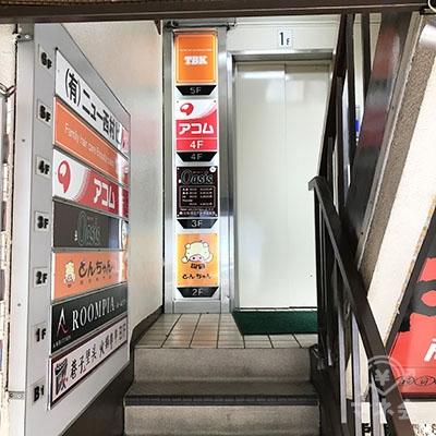 奥のエレベーターで4階に上がってください。