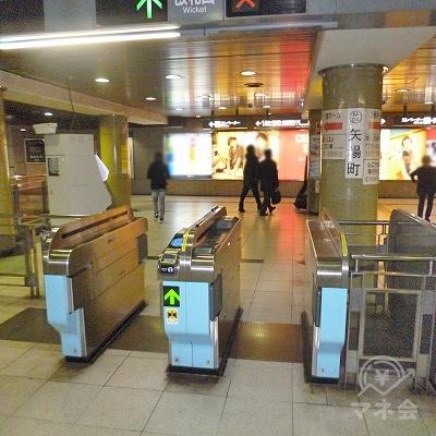 地下鉄名城線の矢場町駅にて下車します。改札口は1つしかありません。