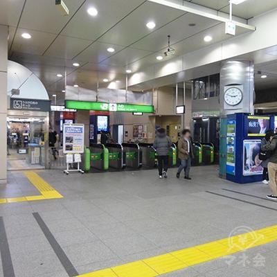 高円寺駅の改札です。左手が北口です。