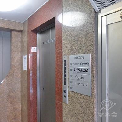 レイクは4階です。エレベーターで4階へどうぞ。