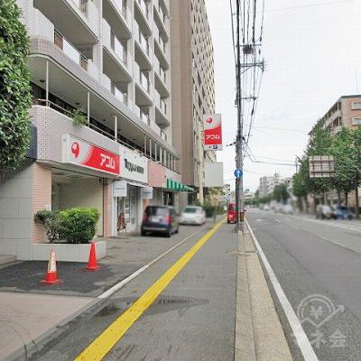新松嵜ビル1階にアコムがあります。