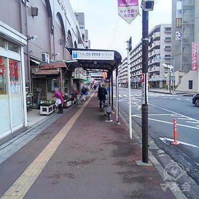 道なりに750メートル歩きます。