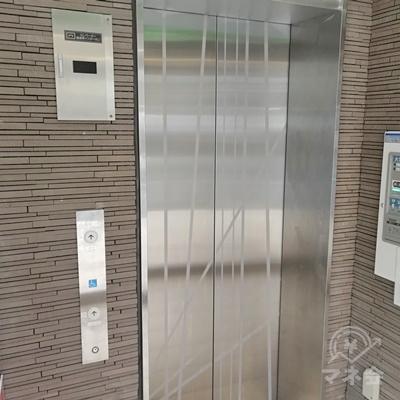 奥にエレベーターがあるので、7階に行きましょう。