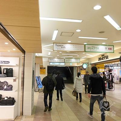 小田急百貨店「2階」の通路を進みます。