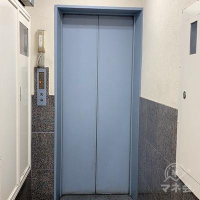 エレベーターで8Fへ。